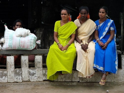 800px-Village_Women_at_a_Crossroads_-_Near_Mysore_-_India
